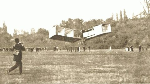 Santos_Dumont_flight_23_Oct_1906