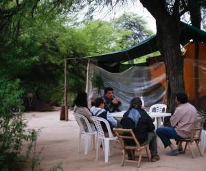 Uno de los campamentos que rodea el parque, en Juan José Castelli. Foto: DIEGO LIMA / ENVIADO ESPECIAL