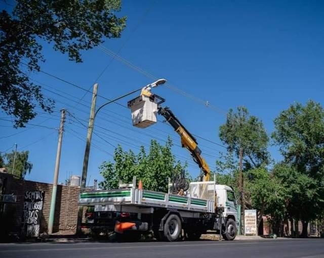 sigue el programa para mejorar las luminaria en Rivadavia
