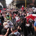 Perú, un duro espejo para la Argentina: en plena crisis política, consiguió tomar deuda por USD 4.000 millones a una tasa del 4%
