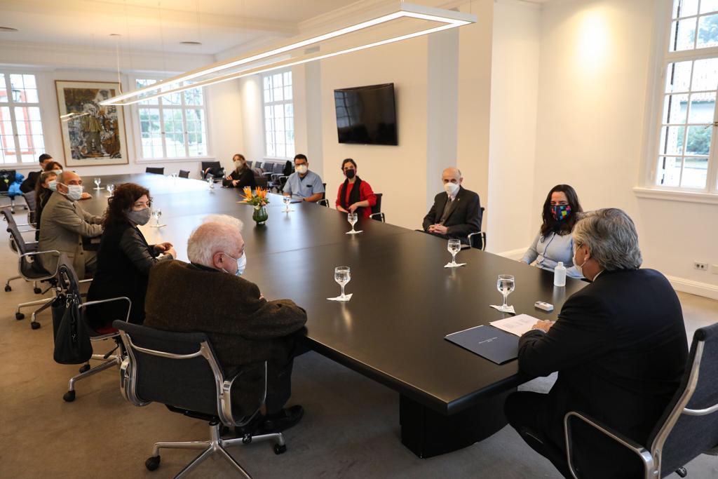 El Presidente se reunió con un grupo de terapistas y trabajadores de la salud