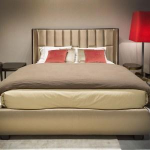 Selva trust bed headbord
