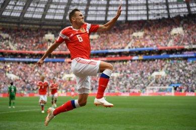 Denis Cheryshev anota el segundo gol de Rusia
