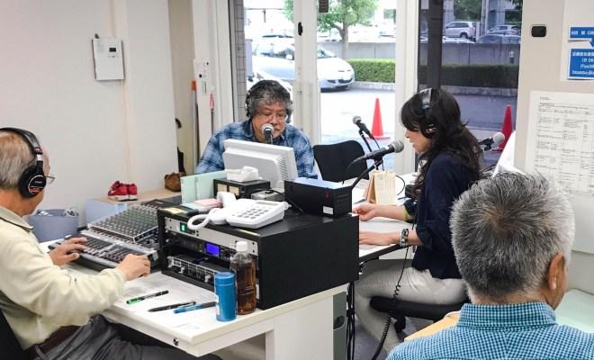 2018年6月18日午前7時58分発生の地震に関連した特別放送を行うFMおおつスタッフ