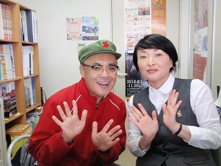 石山駅観光案内所:添田理恵さん(右)  オオットラベラー:永縄潤