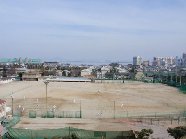 歴史博物館前から見た琵琶湖と大津の街