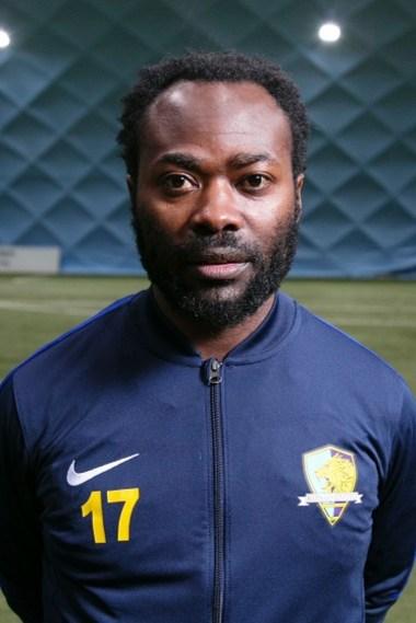 Tonton Zola Moukoko com as suas cores actuais do Kongo United