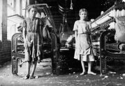 Lewis-Hine-Spinners-in-a-cotton-mill-1911-e1496733019865