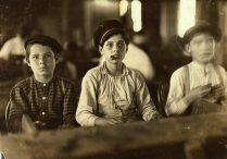 Lewis_Hine_Cigarmakers_Tampa_Florida_1909-e1496733087895