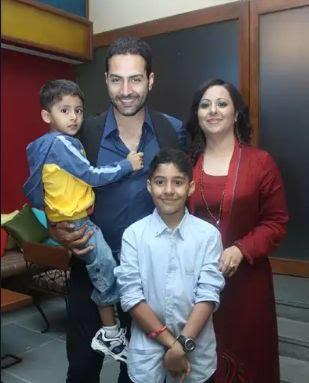 Sudhanshu Pandey Vanraj shah real name Family photos wife son