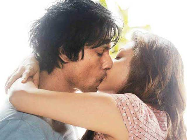 Kajal Agarwal kiss to Randeep hooda