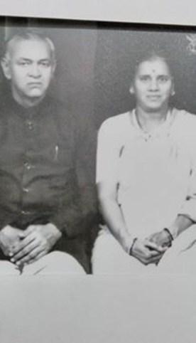 vijay karnik mother and father family photos real