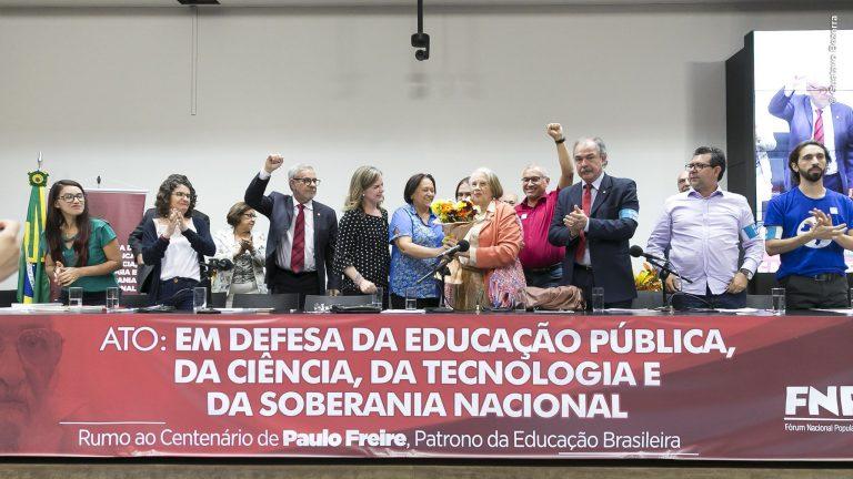 Ato na Câmara dos Deputados denuncia cortes do governo na educação pública