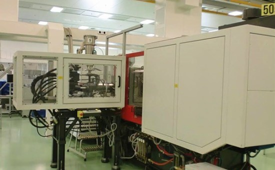 two-color-unit-side-entry-injection-machine