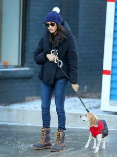 December 9, 2016: Meghan Markle hibando su cacho Boggart e hospital di animal na Canada City.