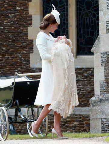kate-middleton-vestido-blanco-bautizo-charlotte-1531153213
