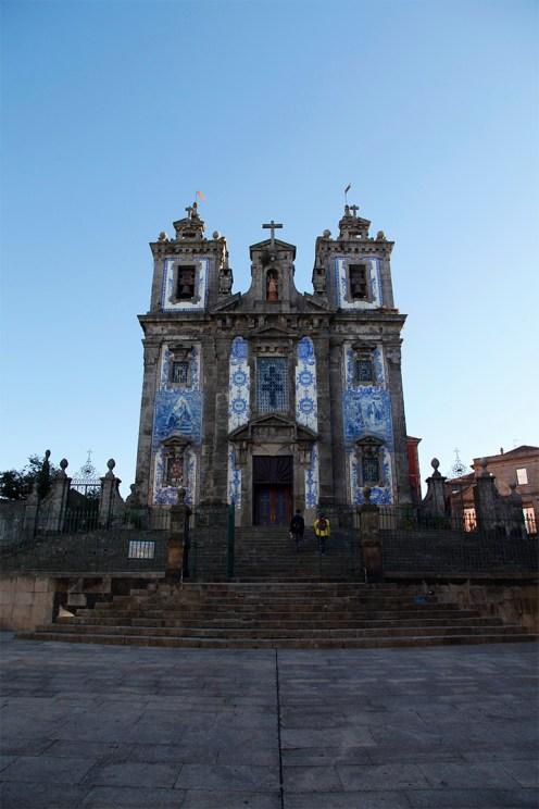 Façade bleutée de la Igreja de Santo Ildefonso...