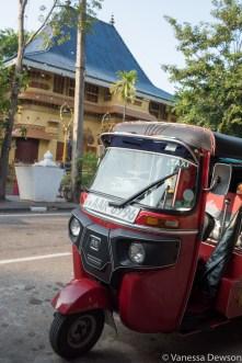 Three-wheeler in front of Gangaramaya Temple