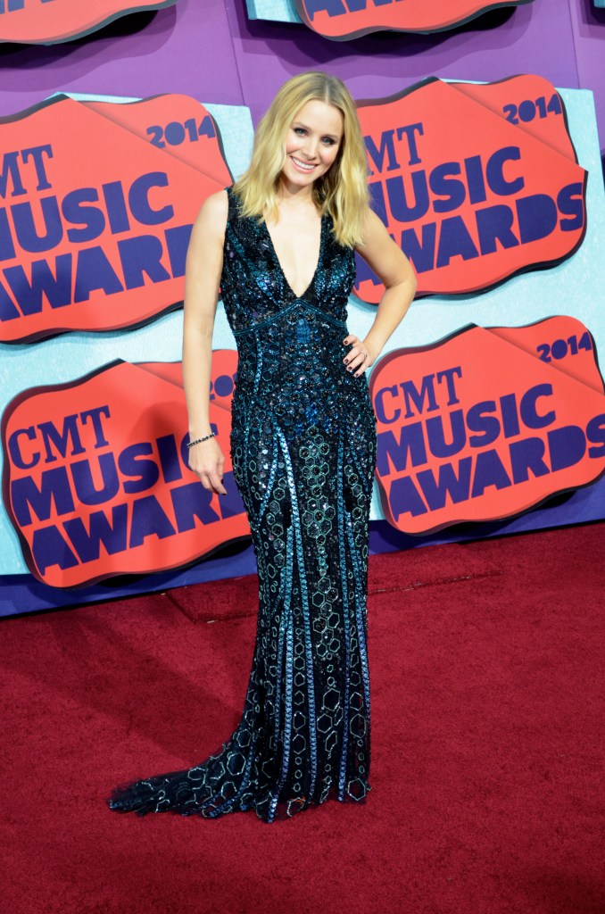 Host Kristen Bell on the Red Carpet of CMT Music Awards.