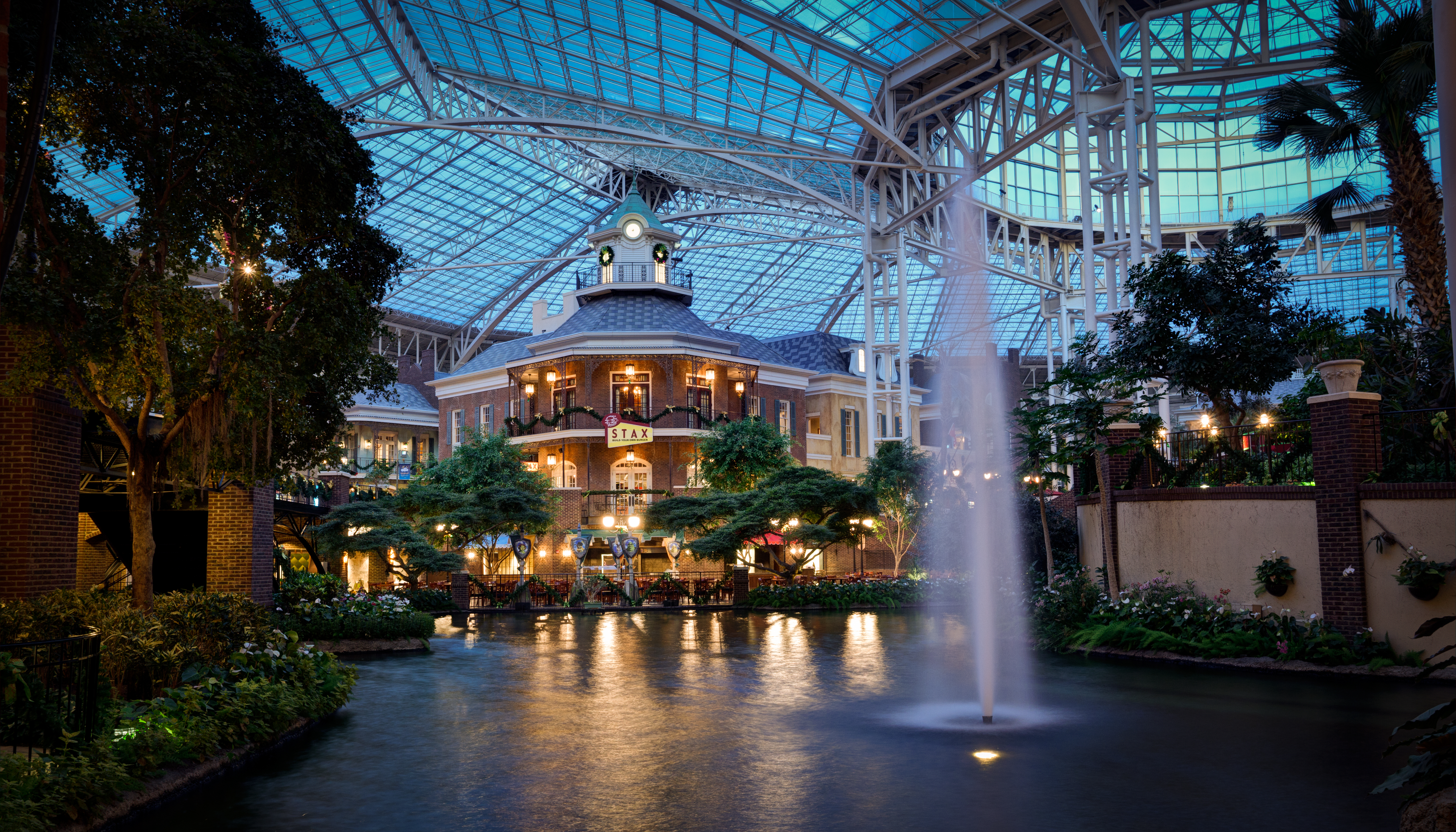 inside the delta atrium of the gaylord opryland