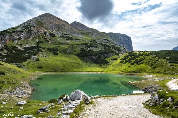 lago di limo da rifugio fanes trekking
