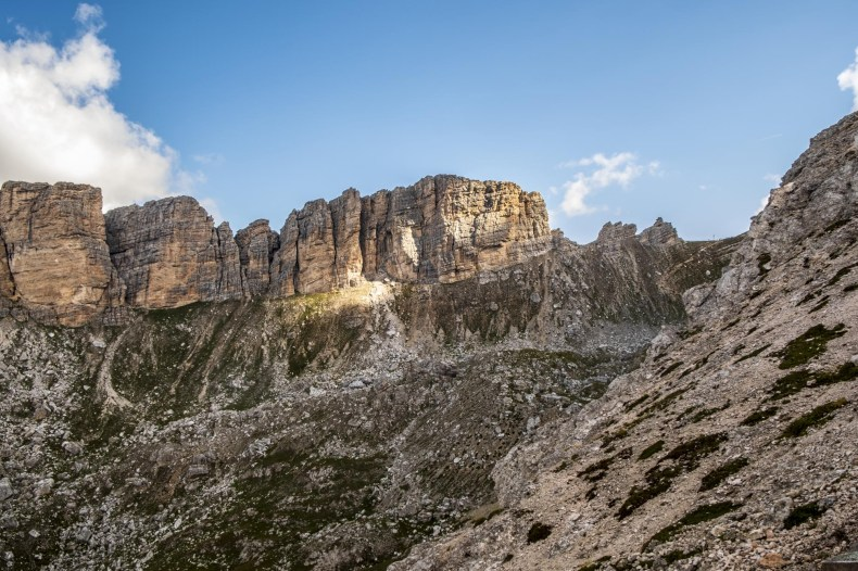 trekking rifugio puez sentiero 2 da passo gardena dolomiti