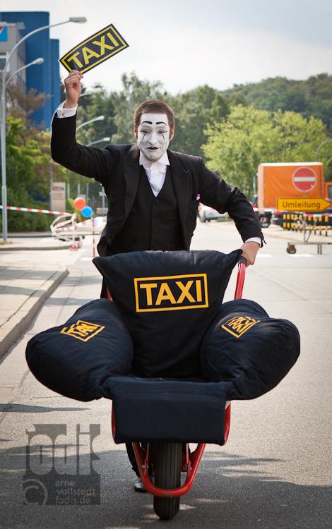 Wegen der größe des Geländes gab es sogar ein Taxi...