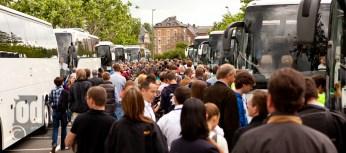 auf dem Weg zu den Bussen