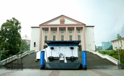 Bühne auf dem Platz der Deutschen Einheit