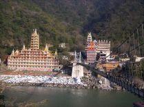 1200px-Rishikesh_view_across_bridge