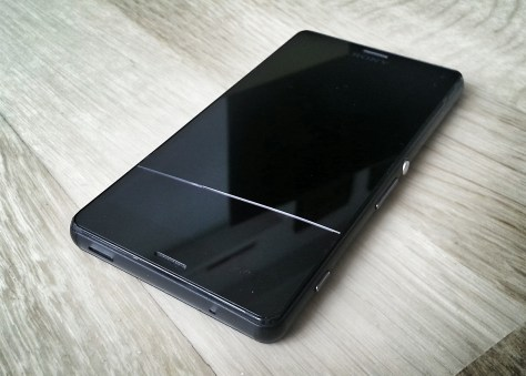 Sony Xperia Z3 Compact - Cracked display and touch digitizer