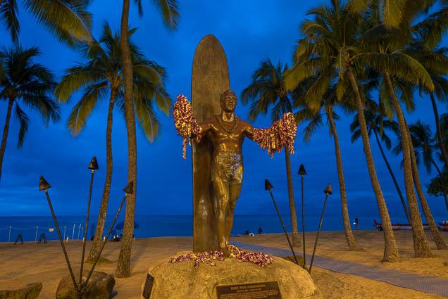 fokopoint-9129 Duke Kahanamoku Statue in Waikiki