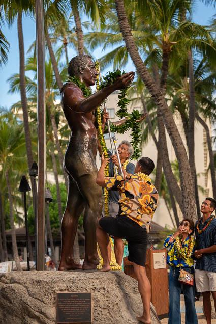 duke-kahanamoku-statue-birthday-lei-draping-waikiki-fokopoint-6753 Duke Kahanamoku Lei Draping Ceremony