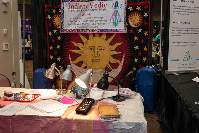 vedic-lali-kakar-indian-vedic-palmistry-numerology-psychic-ohm-expo-honolulu-2019-fokopoint-1109 Organic Holistic & Metaphysical Expo