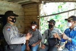 Jelang Pilkada Kalteng, Bhabinkamtibmas Polsek Kahayan Kuala Sambangi Masyarakat