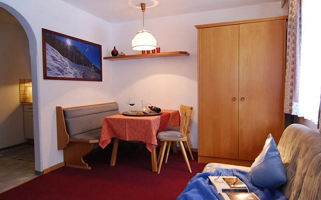 Tschatscha Nova, Lejlighed 1