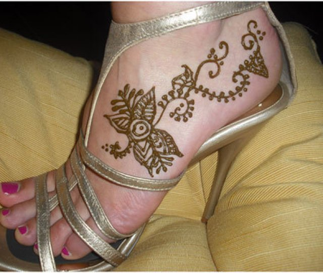 Cherished This Outline And In Addition The Coordinating Nail Workmanship On The Feet The Plan Is Exceptionally Straightforward Yet Looks Beautiful