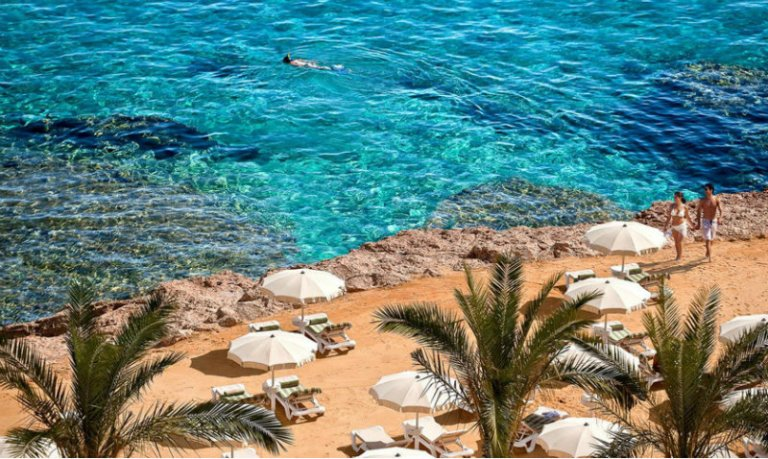 World___Egypt_Winter_holiday_on_the_beach_in_the_resort_of_Hurghada__Egy