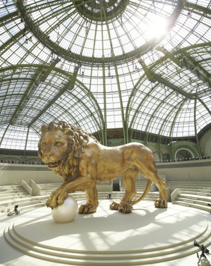 09_CHANEL_COLLECTION_HC_AH_2010_11_LE_LION_OLIVIER_SAILLANT_LD
