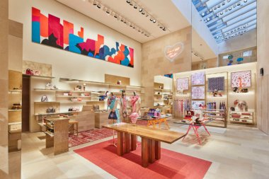 5 louis-vuitton-new-bond-street-london-shop-interiors-peter-marino_dezeen_2364_col_12