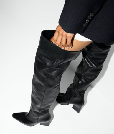 LEATHER GEOMETRIC-HEEL BOOTS WITH XL LEG za 15990