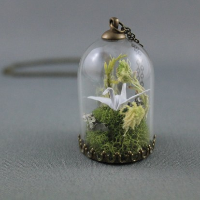 origami_paper_crane_necklace_paper_anniversary_necklace_moss_terrarium_necklace_origami_jewelry_1