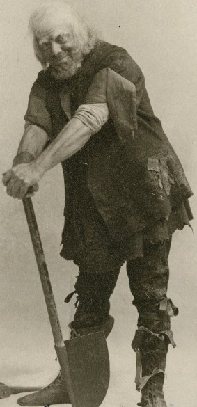 Rowland Buckstone as the Gravedigger. Photo by William Morrison, 1901.
