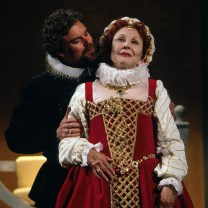 Michael Learned (Elizabeth I), Martin Kildare (the Earl of Essex), Elizabeth the Queen, Folger Theatre, 2003. Directed by Richard Clifford. Photo by Carol Pratt.