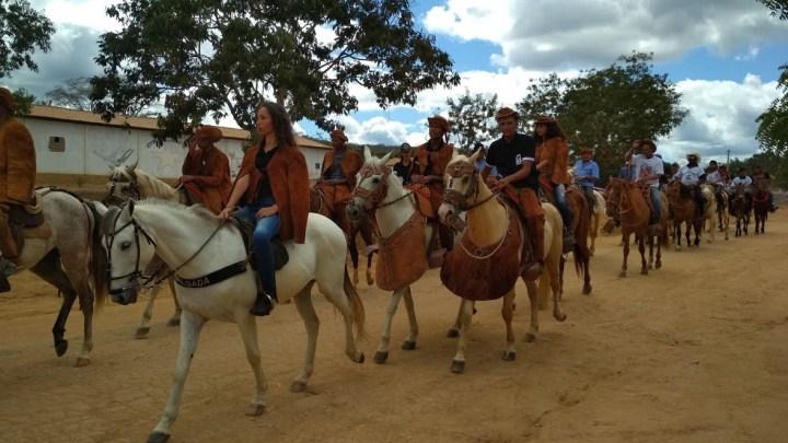 Festa de Vaqueiros reúne multidão em Assentamento no município de Wagner/Ba