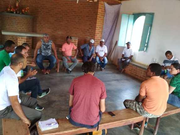 Agricultores familiares reunidos com a representante da Secretaria Estadual de Meio Ambiente - Sema