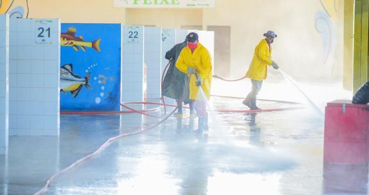 Trabalho de limpeza e higienização (Zeladoria) Mercado do Peixe (Fotos Assis Lima) (3) (Copy)