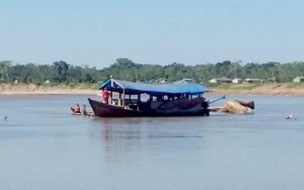barco-encalhado-300x188