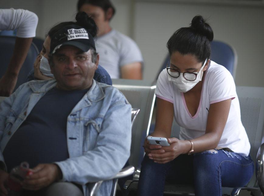 Coronavirus - COVID-19 Uso de máscaras em áreas públicas como aeroportos e hospitais, em Brasília.  Sérgio Lima/Poder360 11.03.2020