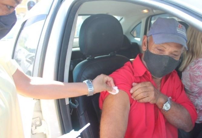 Este também é o sentimento do pedreiro Walter de Souza, morador na Vila Guarani, que aos 69 anos, foi imunizado com a 1.ª dose da vacina na tarde desta sexta-feira.